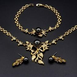 سرویس بدل کامل گردنبند گوشواره و دستبند طلایی رنگ مدل K103