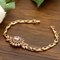 دستبند زنانه نگین دار استیل با رنگ طلایی مدل B176
