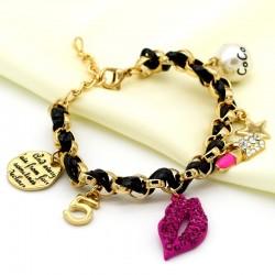 دستبند بندی دخترانه با آویز رژ، لب و مروارید مدل B185