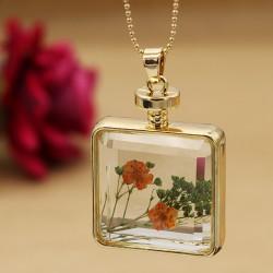 گردنبند شیشه ای مربعی گل خشک رنگ طلایی مدل N279