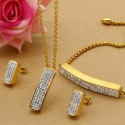 سرویس کامل گردنبند گوشواره و دستبند نگین دار با رنگ طلایی مدل K106