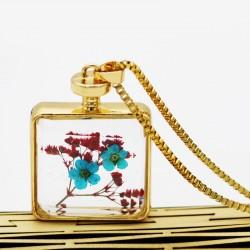گردنبند شیشه ای گل خشک مربعی شکل و رنگ طلایی مدل N294