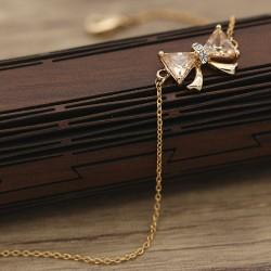 دستبند زنانه زنجیری طرح پاپیون رنگ رزگلد مدل B158