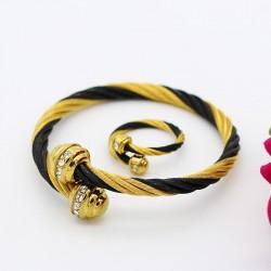 ست زنانه دستبند و انگشتر نگین دار استیل رنگ طلایی مشکی مدل M102