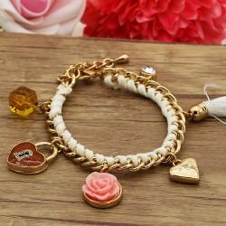 دستبند فانتزی زنانه با آویزهای قلب و قفل و گل رنگ سفید مدل B208