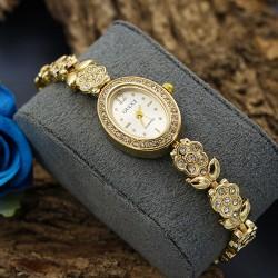 ساعت مچی دخترانه نگین دار استیل و رنگ طلایی و صفحه بیضی شکل سفید مدل F186