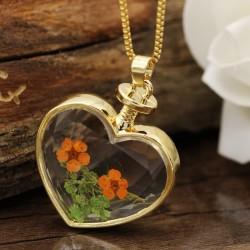 گردنبند شیشه ای گل خشک طرح قلب و گل نارنجی و سبز رنگ مدل N366