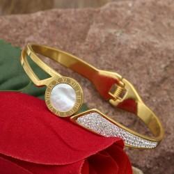 دستبند النگویی زنانه نگین دار و ساده جنس استیل با رنگ طلایی مدل B285