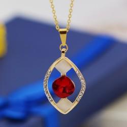 گردنبند زنانه استیل با سنگ کریستالی و نگین دار با رنگ طلایی قرمز مدل N382