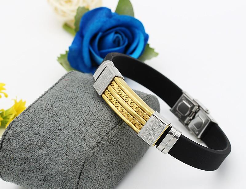 دستبند مردانه شیک با بند لاستیکی و بدنه استیل طلایی نقره ای مدل B302