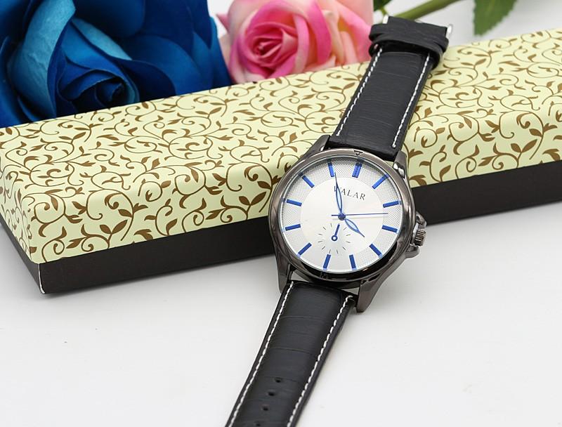 ساعت مچی اسپرت با بند چرمی مشکی و صفحه سفید مدل F220