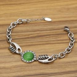 دستبند زنانه استیل زنجیری با سنگ سبز و بدنه نقره ای مدل B326