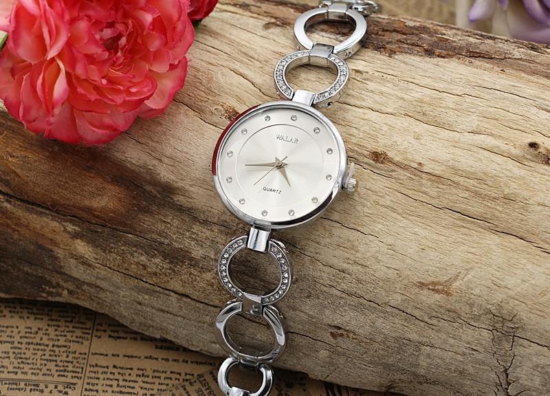 ساعت مچی زنانه نگین دار استیل نقره ای رنگ با بند حلقه ای مدل F259