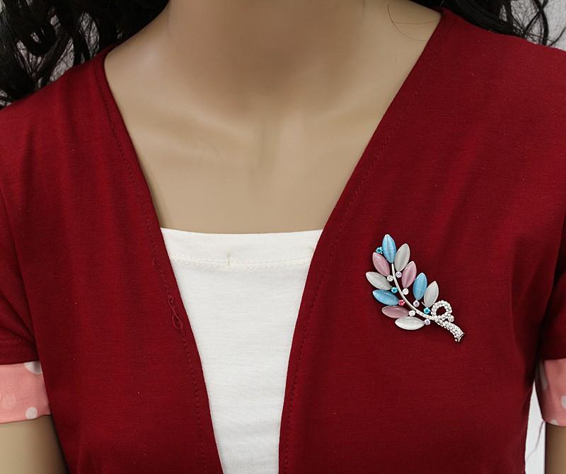 گل سینه زنانه شیک کریستالی با طرح برگ مدل S149