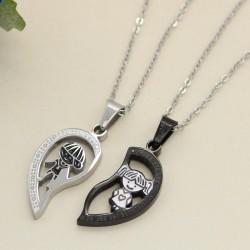 گردنبند عشق و دوستی دو تکه طرح قلب با رنگ مشکی و نقره ای جنس استیل مدل N510