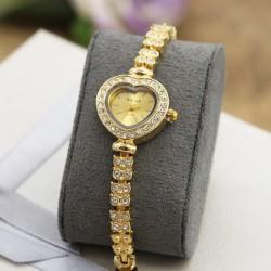 ساعت مچی زنانه نگین دار استیل با صفحه قلبی شکل مدل F275
