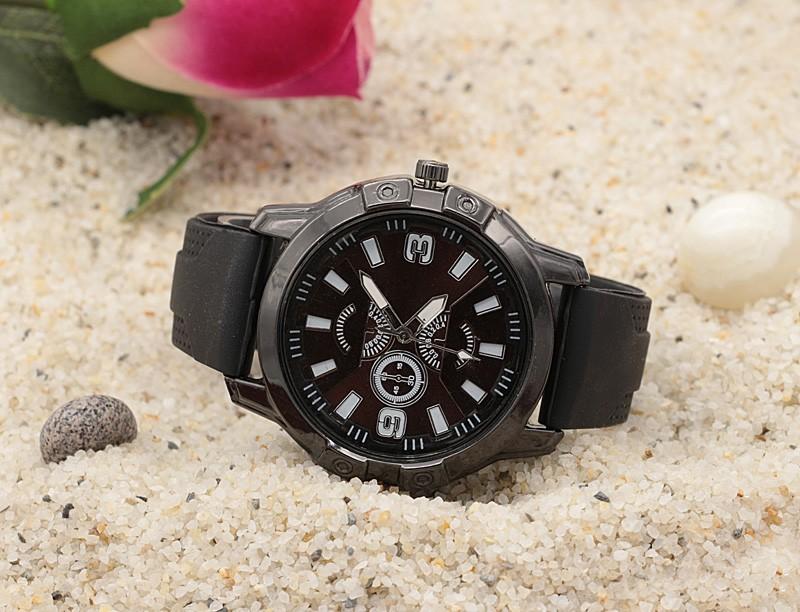 ساعت مچی مردانه مدل F826